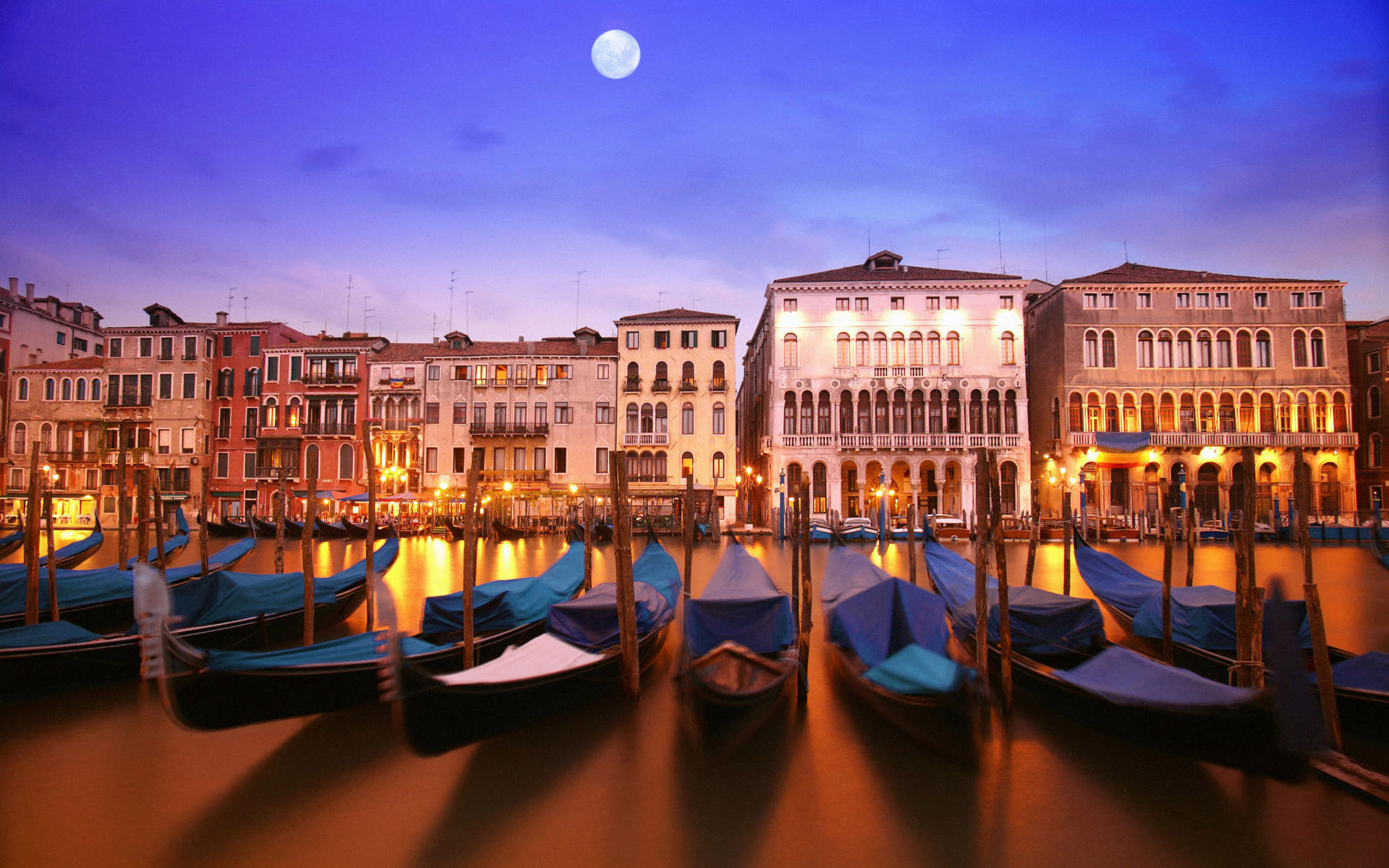 Venice-Gondola-Desktop-Wallpaper